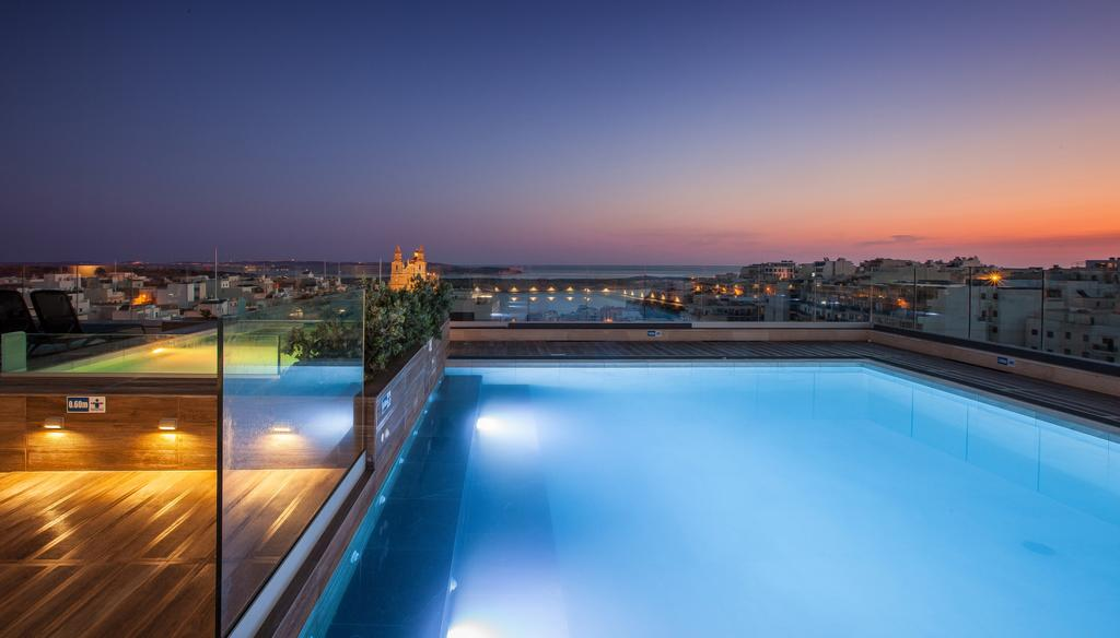 Solana rooftop pool